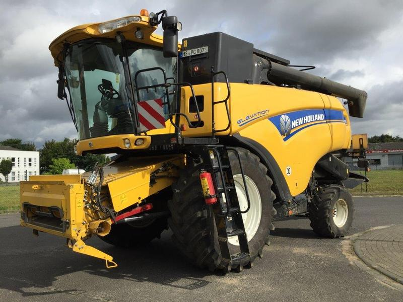 New Holland CX 8070 Elevation