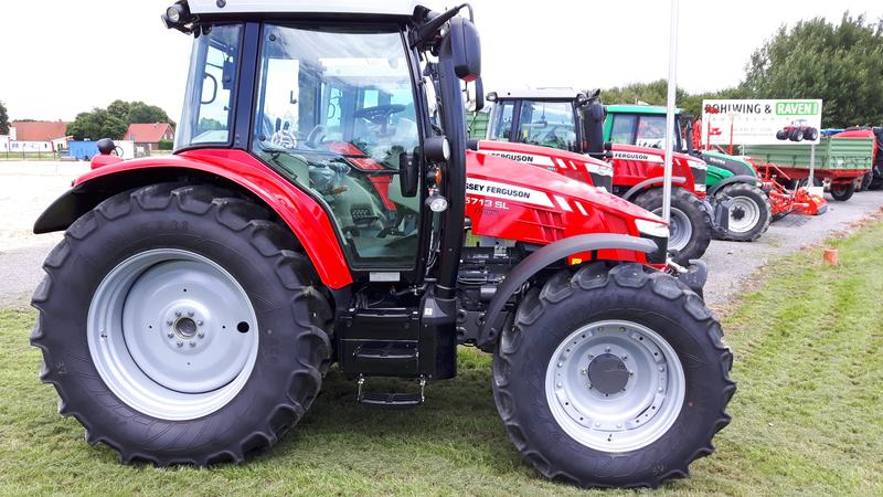 Massey Ferguson 5713 Dyna 6 Efficient