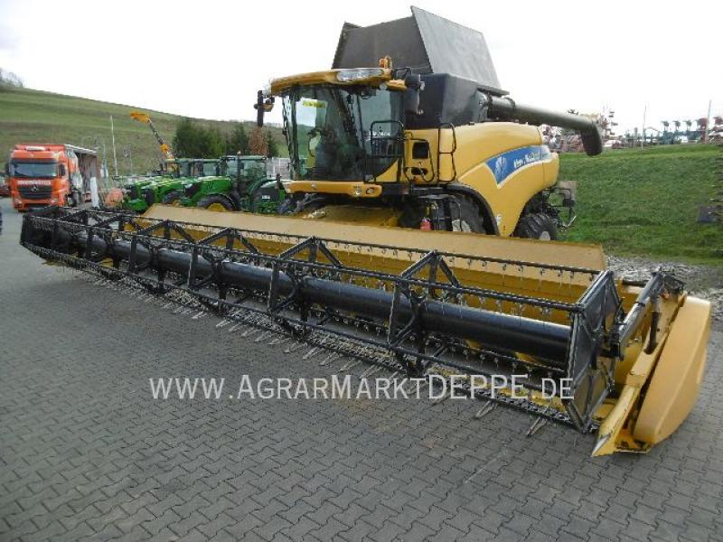 New Holland CR9090 Elevation