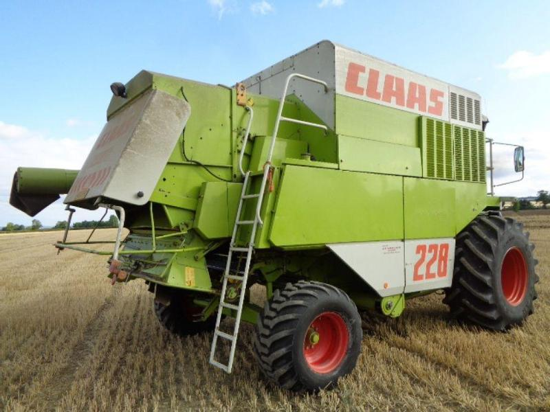 Claas Commandor 228 Combine