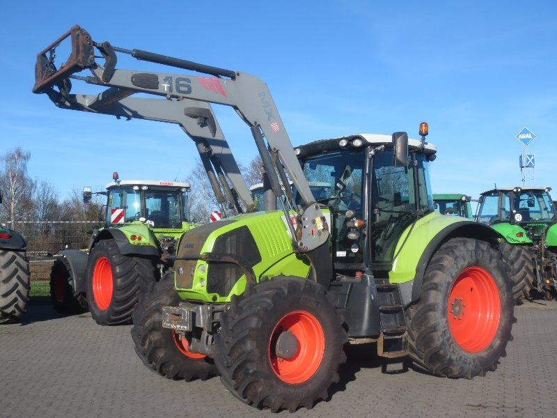 Claas Axion 810 CIS mit Frontlader