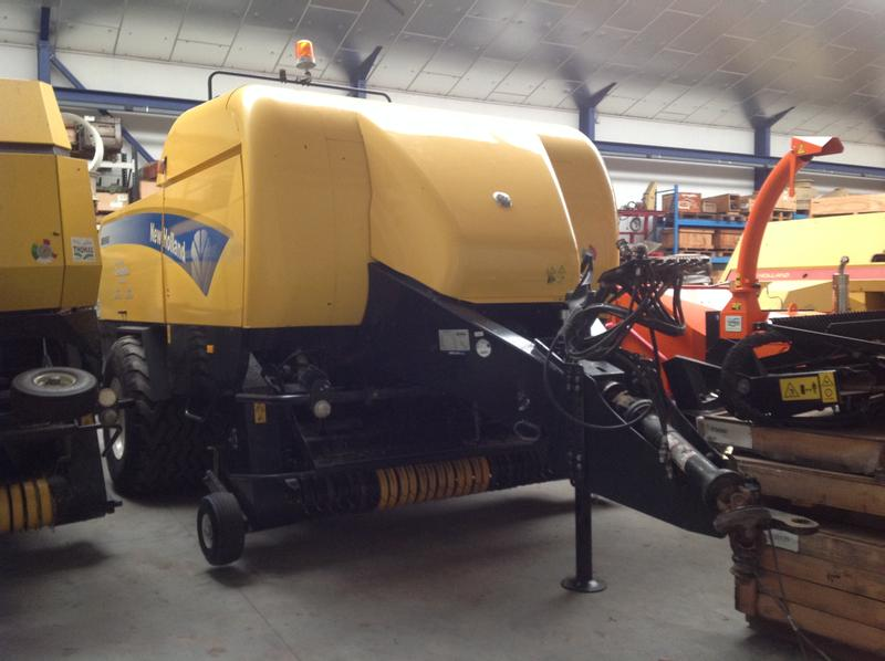 New Holland BB9060