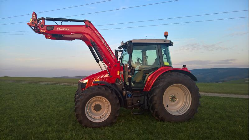 Massey Ferguson 5713 SL DAYNA 6 Efficient