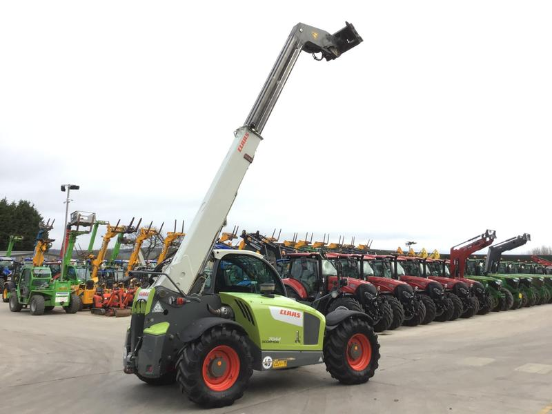 Claas 7044 Scorpion (ST280)