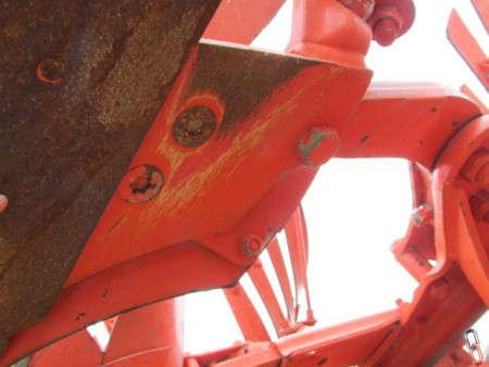 Kuhn MULTI-LEADER 6 furrow (5+1) semi-mounted plough, 200 acres from new,