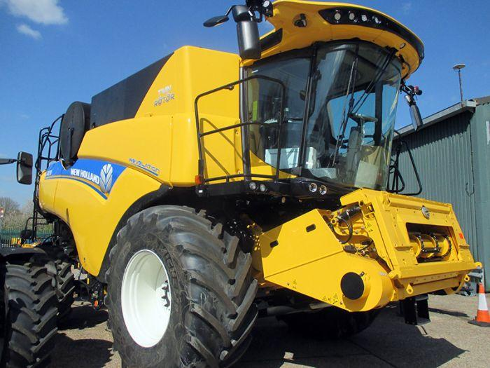 New Holland CR8.90 Combine DEMONSTRATOR