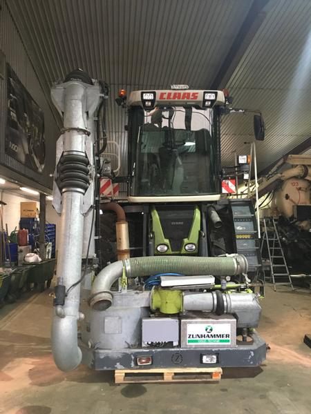 Claas Xerion Saddle Trac 3300