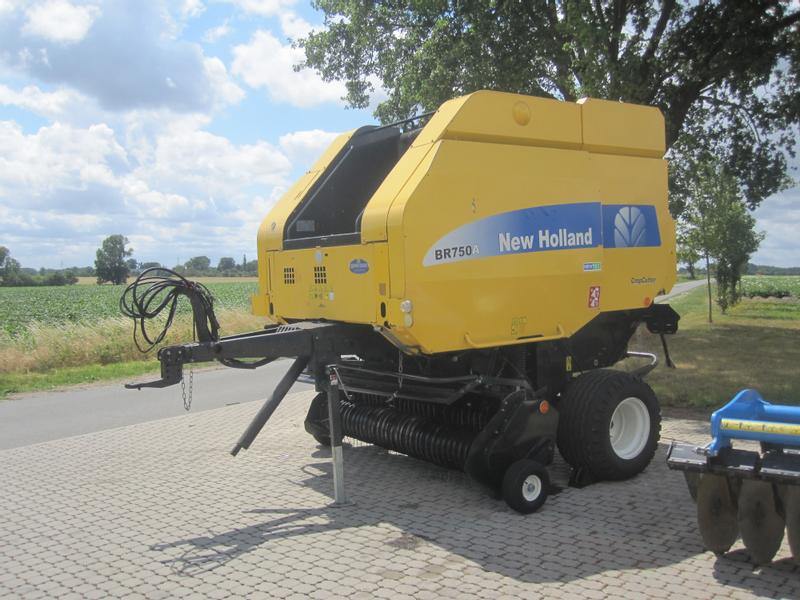 New Holland BR 750A