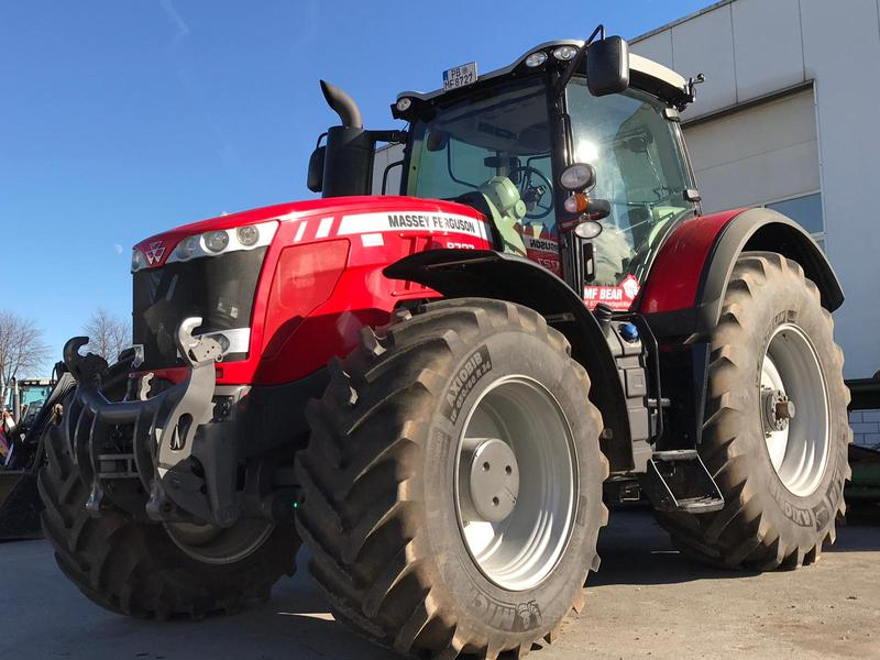 Massey Ferguson 8727 Dyna-VT Exclusive 'Bear'