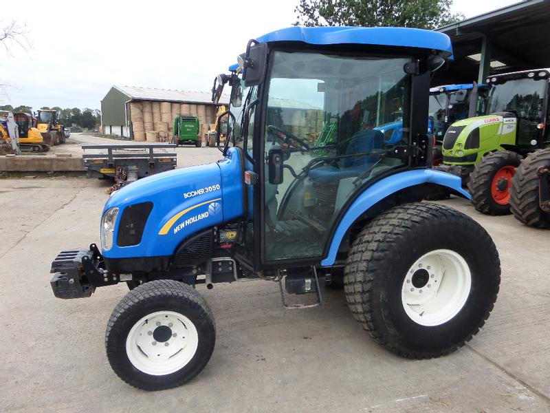 New Holland BOOMER 3050 TRACTOR