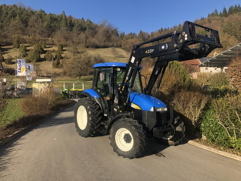 New Holland TD5010 mit Frontlader