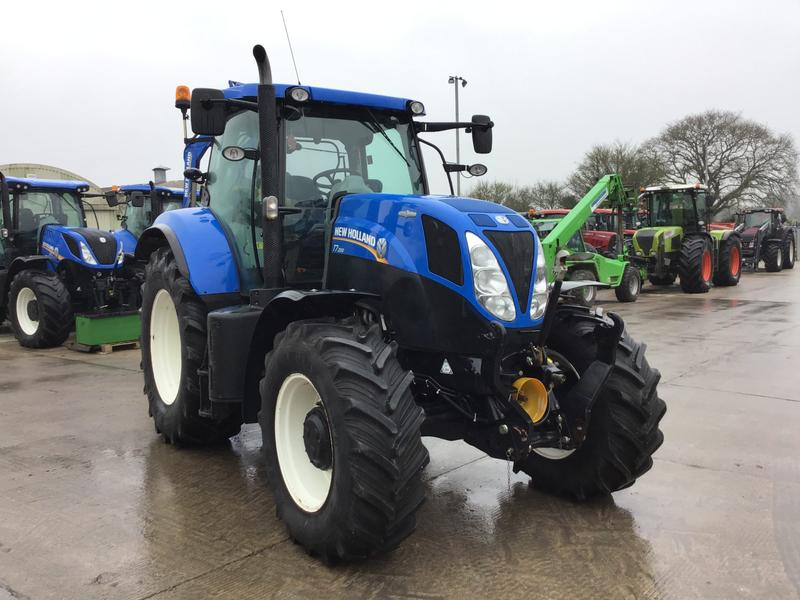 New Holland T7.200 TRACTOR (ST2690)