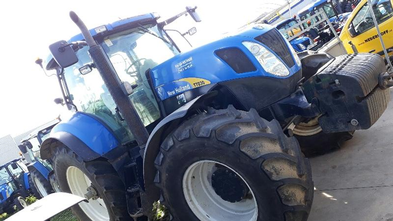 New Holland T7030