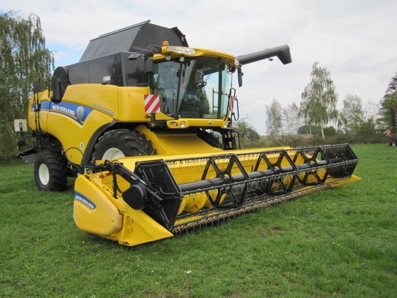 New Holland CX 8080 Elevation