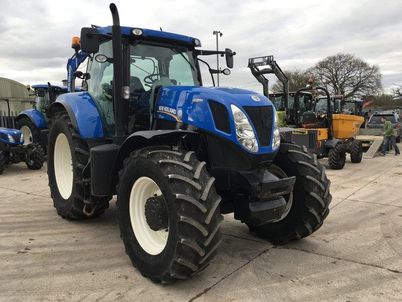 New Holland T7.220 TRACTOR (ST3522)