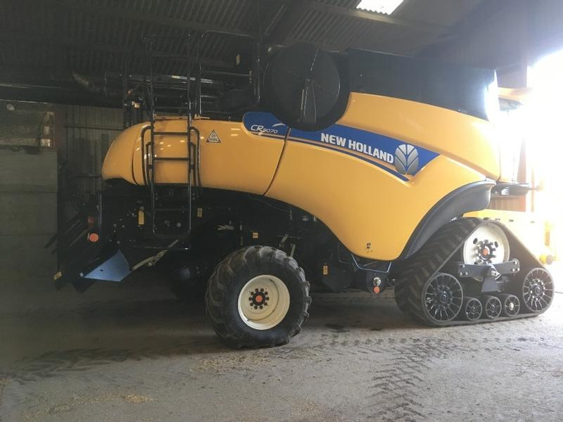 New Holland CR9070 Smart Trax combine