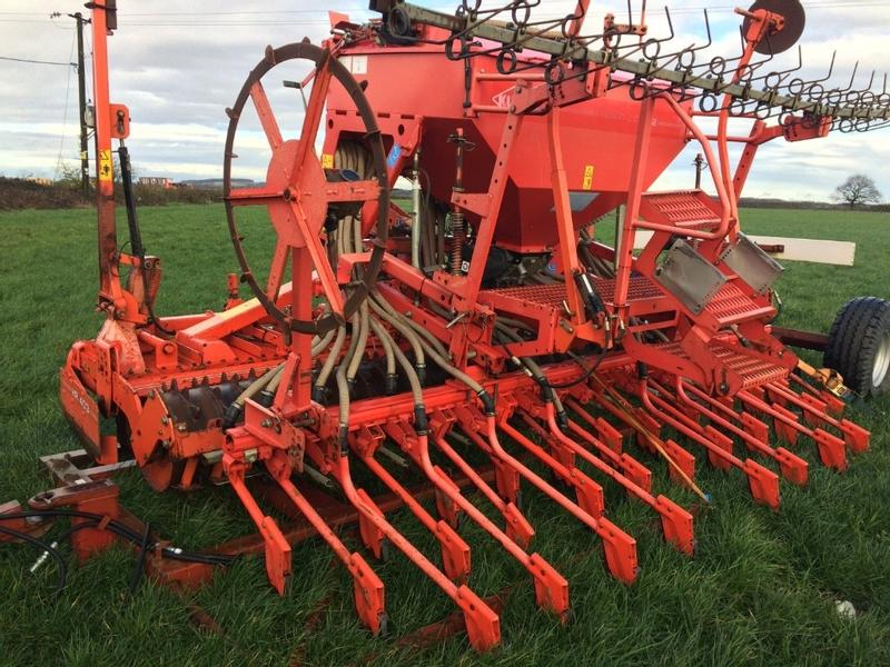 Kuhn 403 4m Power Harrow combination