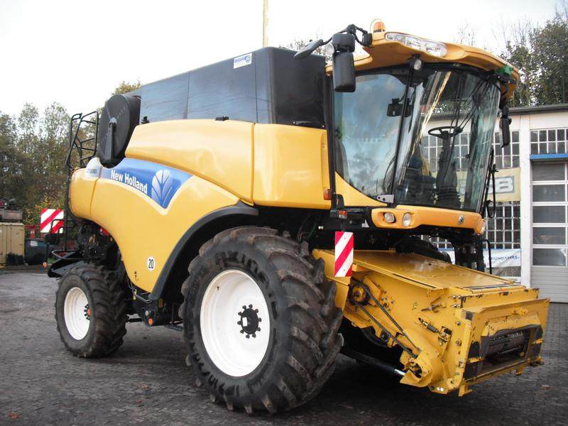 New Holland CR  9080 Elevation