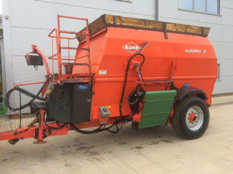 Kuhn 1060 Mixer, Feeder Wagon