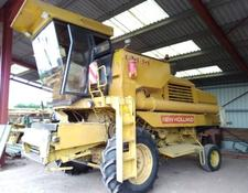New Holland A VENDRE PIECES DETACHEES MOISSONNEUSE BATTEUSE 8040 ET 8060