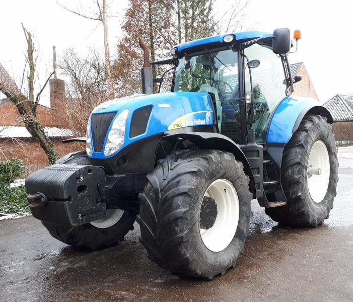 New Holland T7030 AC