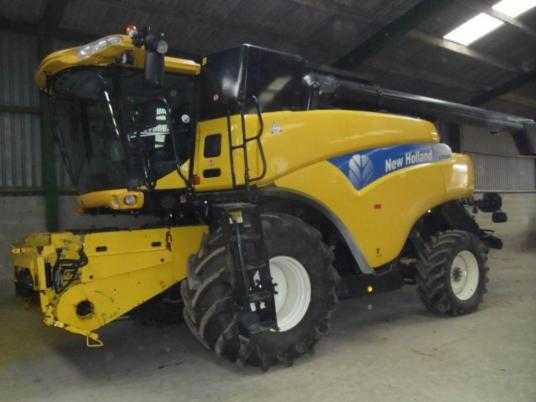 New Holland CR9080 4WD Combine