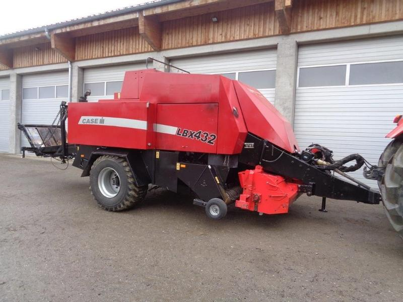Case IH LBX 432 / New Holland 4880 Brandschaden